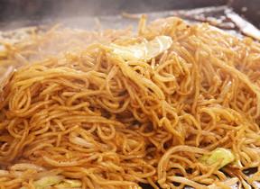 松本人志が主張「焼きそばに野菜は不要」 「ソースだけで焼いたらいいんですよ」