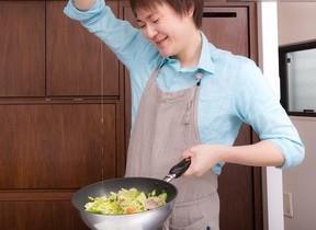 速水もこみちに続け、世の「料理男子」 独身者よりも既婚男性がキッチンに立つ理由