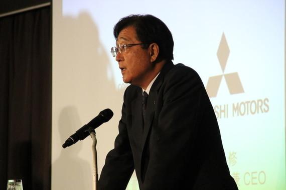 益子修CEO(写真は2016年5月の会見)