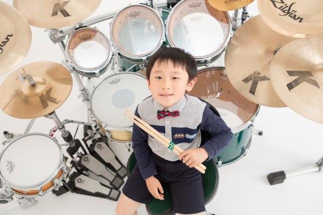 6歳のドラマー・とらたろう君(本人ウェブサイトより)
