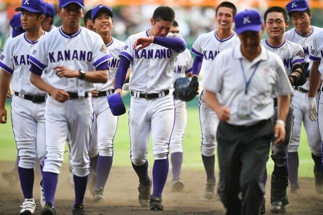 準優勝に泣く吉田輝星投手と金足農業の選手たち