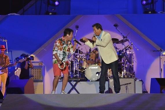 ライブには元祖・海の男、加山雄三も参加した