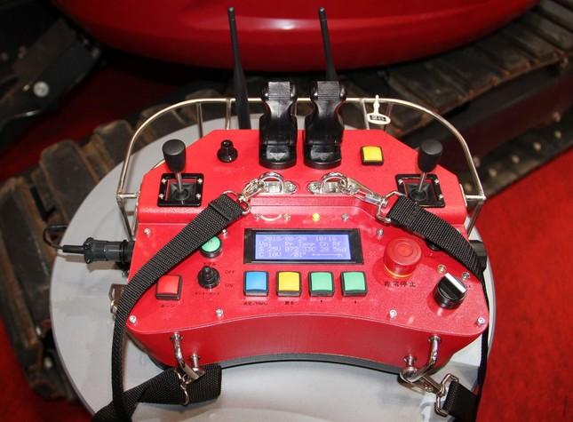 200メートル先からロボを遠隔操作できるリモコン