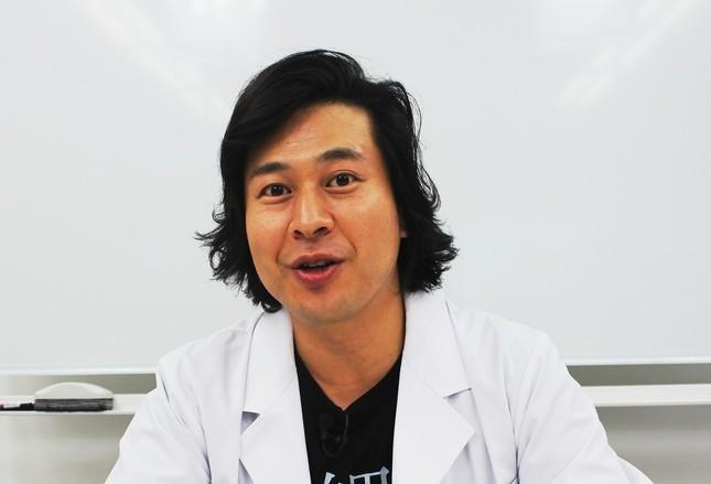インタビュー始終笑顔で、話し上手な鈴川先生