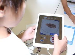 描いた絵が「料理」に変身 アプリ「スケッチクック」を小学生が体験