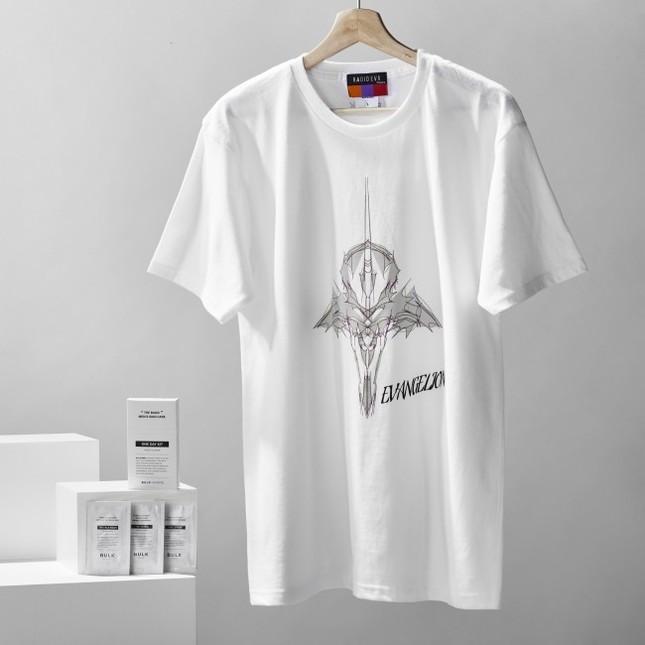 Tシャツをはじめとしたアイテム登場