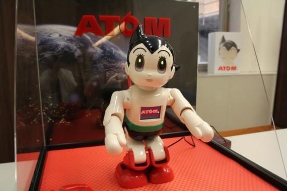 「コミュニケーション・ロボット ATOM」(2018年9月撮影)(c)TEZUKA PRO/KODANSHA