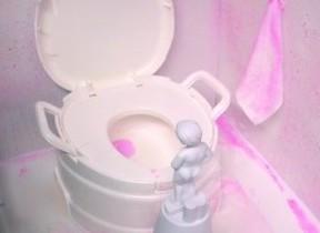 「トイレのニオイが気になる」ママ7割 「壁」のお掃除、忘れていませんか