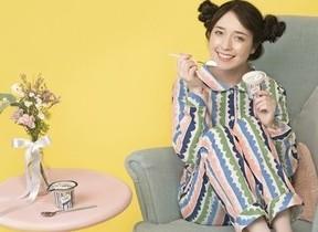 新作パジャマと同じデザインのヨーグルト 「女性をサポートする」テーマの2社が協力