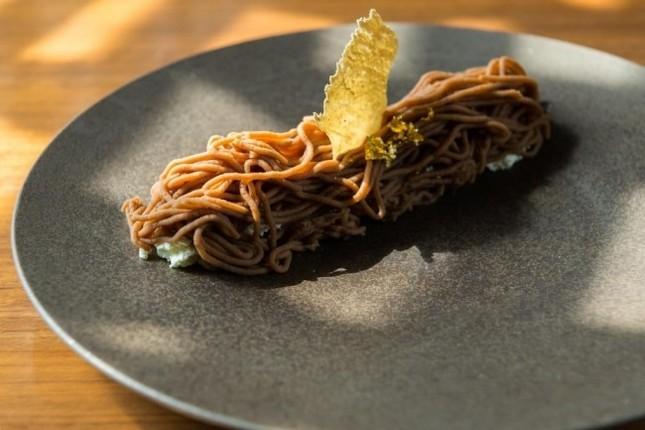 さまざまな栗の食感を味わえる贅沢生モンブラン
