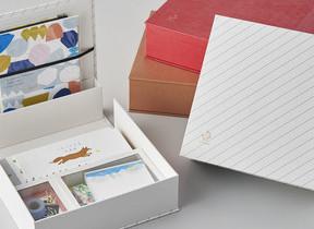サイズがバラバラの手紙用品をスッキリ収納 「紙文箱」