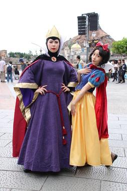 ゲストの仮装1 白雪姫と女王