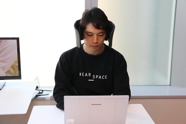 「WEAR SPACE」を装着したイメージ