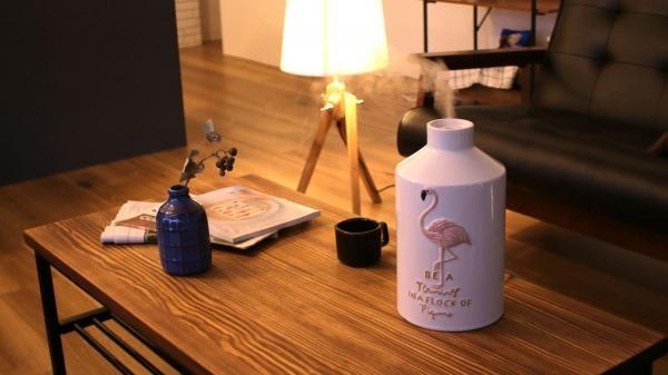 家電らしさのない質感の陶器アロマ加湿器