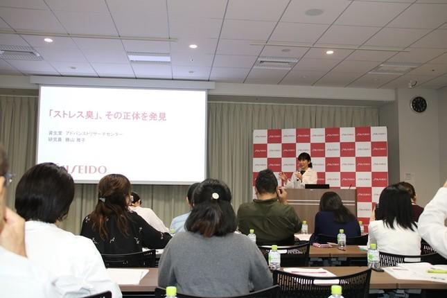 勝山さんの説明に、多くの人が聞き入った