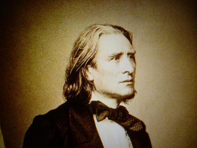 『レ・プレリュード』初演から6年後、1860年の作曲家として充実していたころのリストの写真