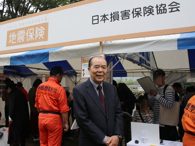 中央が、防災システム研究所所長の山村武彦氏