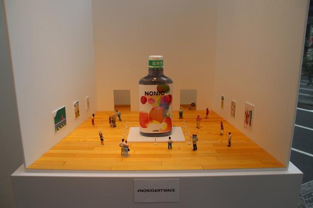 オリジナルボトルを展示できるジオラマ風のフォトスポット