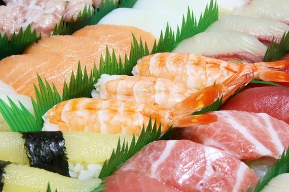 すしは「箸で食べる」派が多く、しょうゆは「ネタにつける」派が多い