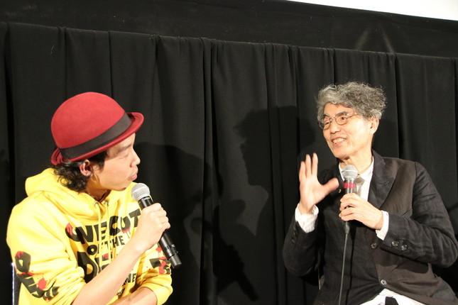 「Japan Now」部門のプログラミング・アドバイザーである安藤紘平氏(写真右)とトーク
