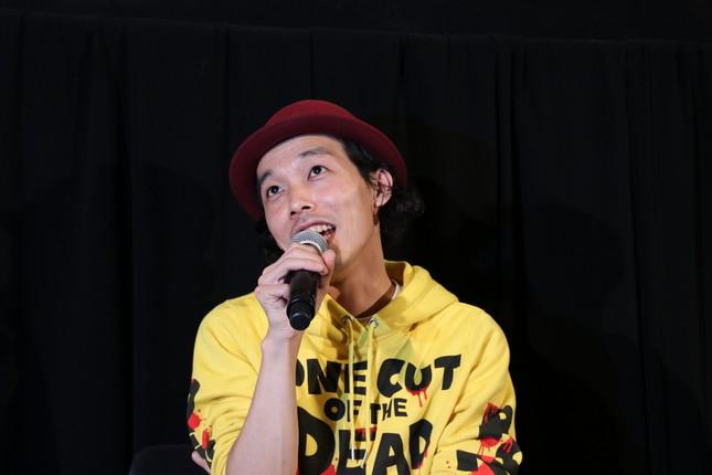 質問に答える上田監督