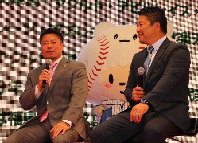 村田修一さん(写真右)と岩村明憲さん(写真左)のトークショー