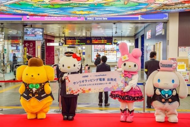 サンリオキャラクターのフルラッピングトレイン登場!