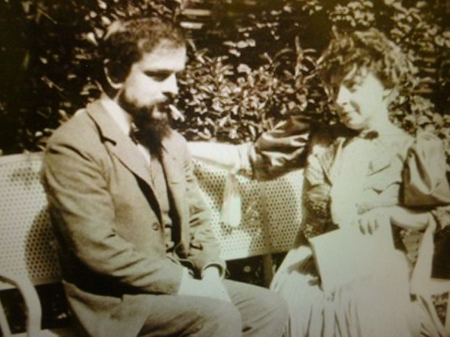 ドビュッシーとエマが仲良く並ぶ写真