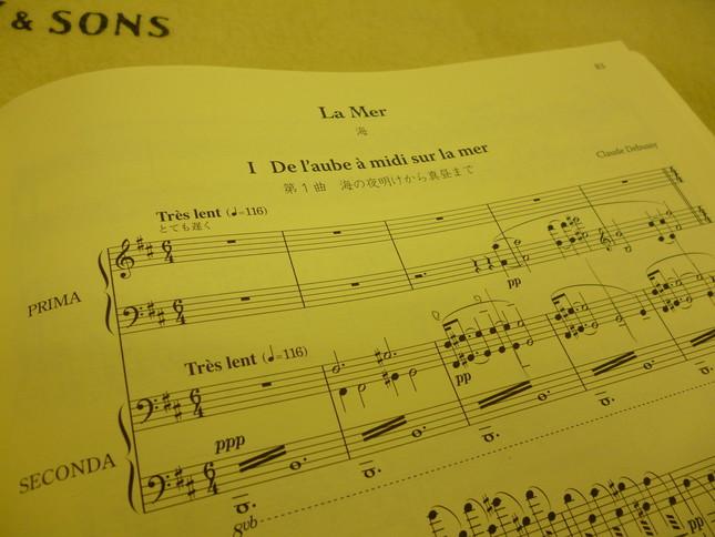 『海』のピアノ連弾版楽譜。管弦楽版に少し先んじて、作曲者自身によって書かれている