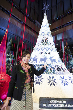 松任谷由実さんとクリスマスツリー