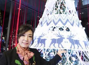 松任谷由実「幸あれ」とクリスマスムードに染め上げる 東京・丸ビルで初のツリー点灯式