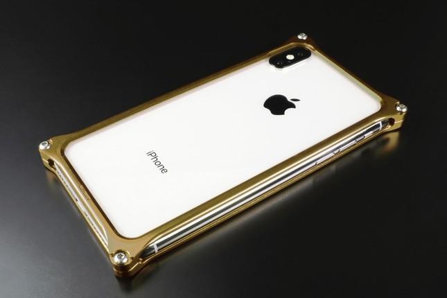 iPhone XSを衝撃からクールに守る