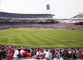 マエケンVS大瀬良、始球式は黒田 日米野球がカープ一色に染まる