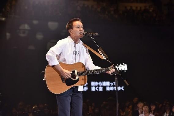 横浜アリーナで行われた「Kazumasa Oda Tour2018 ENCORE」で歌う小田和正((C)菊地英二)
