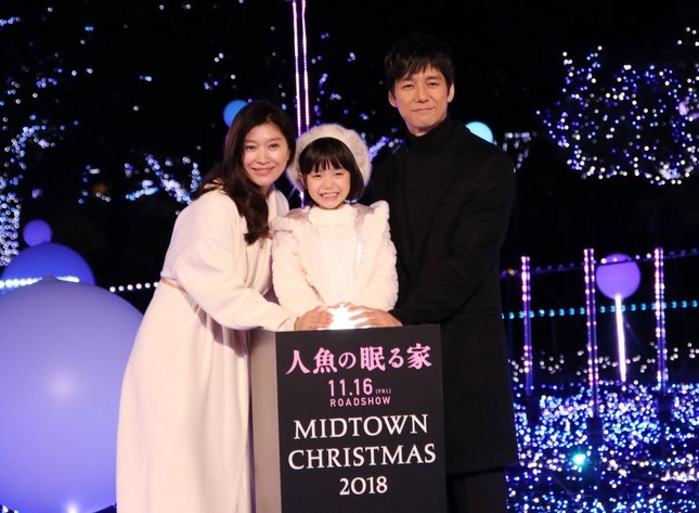 「MIDTOWN CHRISTMAS 2018」点灯式。左から篠原涼子さん、稲垣来泉さん、西島秀俊さん