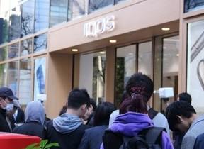 「IQOS」新モデル2種発売 開店前から150人の列、一番乗りは早朝4時半