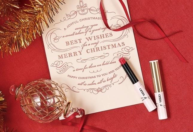 星のラメを閉じ込めたクリスマス限定の特別な赤リップ