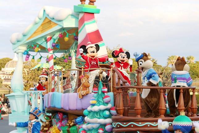 ミッキー・ミニーもクリスマス用衣装で踊りまくる(ディズニー・クリスマス・ストーリーズ)