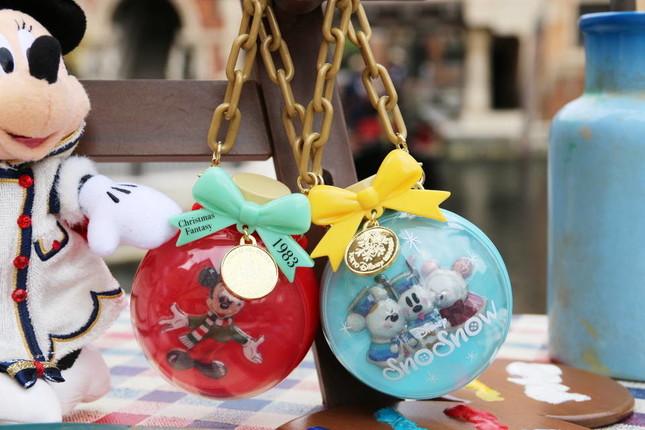 カラフルチョコレート ミニスナックケース付き(グミキャンディーもあり)800円(税抜)