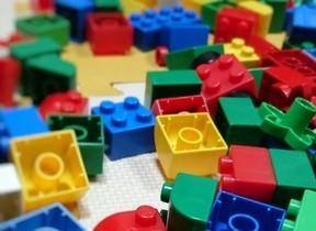 たいらな世界 三浦しをんさんはレゴ遊びの年頃から「立体」が苦手
