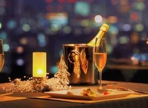大人気レストランの席を確約 食後は客室でのんびりクリスマス