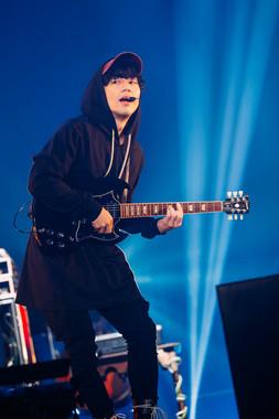 ギターのNakajinさん (photo by Kamiyama Yosuke)