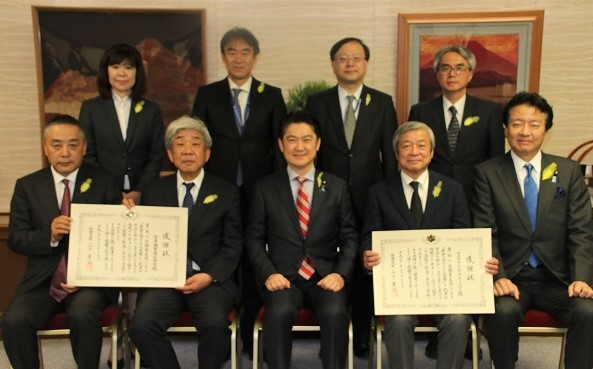 (前列左から)吉本興業の岡本昭彦共同代表取締役社長COO、大﨑洋共同代表取締役社長CEO、山下貴司法相、シネマとうほくの鳥居明夫代表取締役