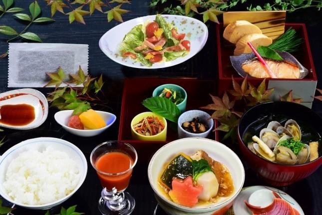 「白鷺城」で朝日、迎賓館で和朝食を楽しめる