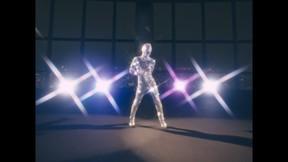 東京スカイツリーで新たな「ディスコ伝説」 「ミラーボールスーツ」姿のダンサーが華麗に舞う