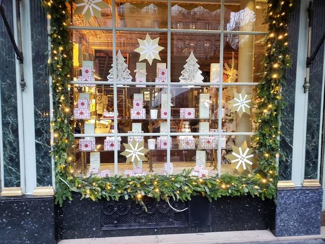 クリスマスが過ぎても「正月仕様」にならない欧州の町は、イルミネーションが続く