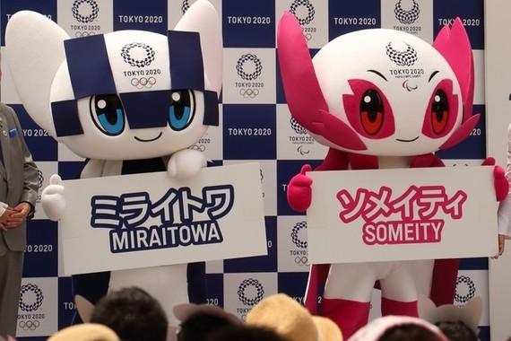 東京五輪マスコットキャラ「ミライトワ」(左)と「ソメイティ」