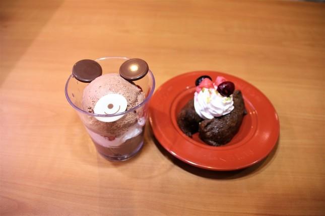 (左から)「チョコっとくまパフェ」、「チョコっといなり」