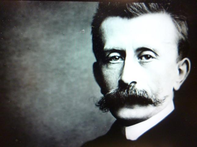 ひげが特徴的なモシュコフスキの肖像