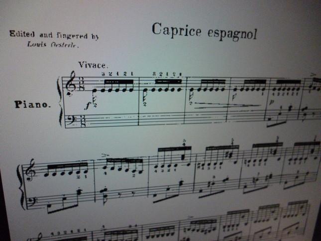 「スペイン奇想曲」は軽快な連打で始まる